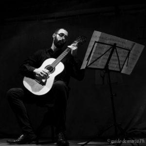 Il chitarrista Jacopo Perlini