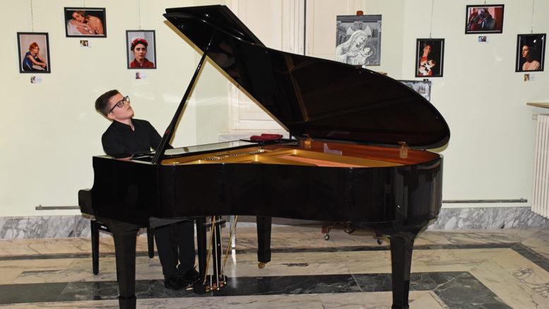 Gianluca Galluccio al pianoforte